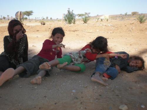 Niños bereber jugando