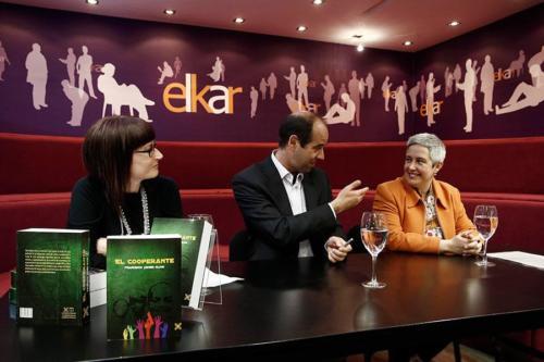 22 DE MARZO 2013<BR>Presentación de El cooperante en la Librería Elkar (Pamplona)
